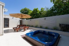 Cottage spa outdoor area